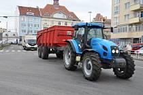 Protestní akce zemědělců na městském okruhu v Prostějově