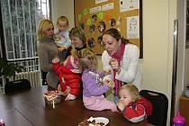 Maminky z Ukrajiny se setkaly na středečním setkání Centra podpory cizinců s podtitulem Vánoce v jiných kulturách a předaly si své zkušenosti s vánočními tradicemi.