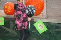 Na dýně, občerstvení i pohádkové bytosti přilákali pořadatelé plumlovského halloweenu rodiny s dětmi. Některé si program užívaly, jiné děti ale dokázala strašidla pořádně vyděsit.