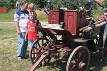 Suchdolští hasiči oslavili sto třicet let založení sboru. O radost z kulatin se přijeli podělit také jejich kolegové z celého okresu.