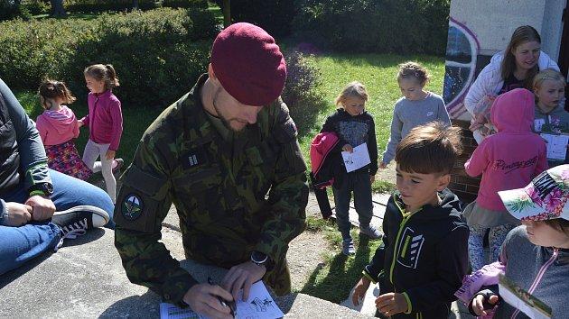 Děti měřily své síly s vojáky