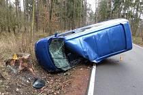 Havárie Volkswagenu Multivan mezi Sečí a Holubicemi