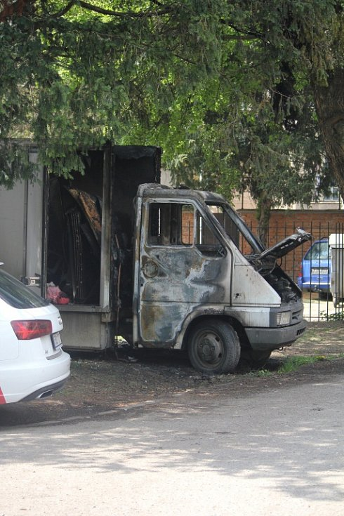 LOVCI FOTEK: Ohořelý náklaďák v Partyzánské ulici v Prostějově
