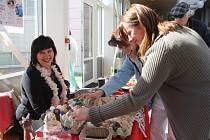 Prodejní výstava denního stacionáře Pivoňka v prostějovské nemocnici
