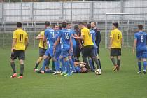 MSFL, 12. kolo: 1. SK Prostějov (v modrobílých dresech) proti Hanácké Slavii Kroměříž