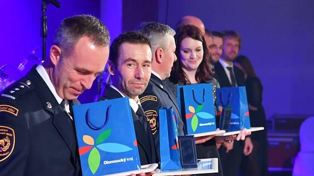 Prostějovský policista nadstrážmistr Petr Tesárek získal ocenění za záchranu života malého dítěte