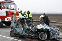 Tragická srážka daewoo s kamionem u Kostelce na Hané