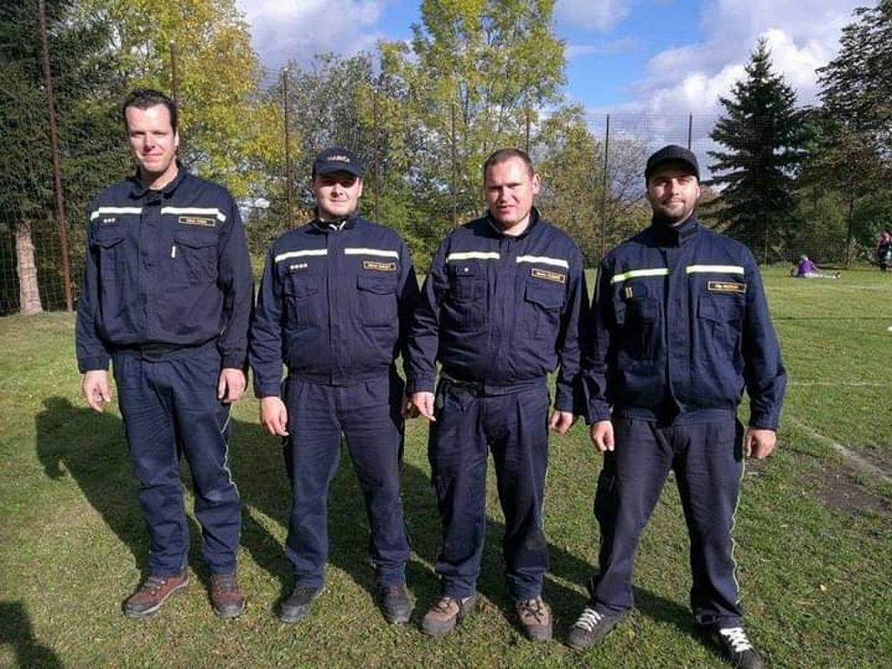 Starostou dobrovolných hasičů ve Stínavě je Michal Burget. Na snímku druhý zleva.