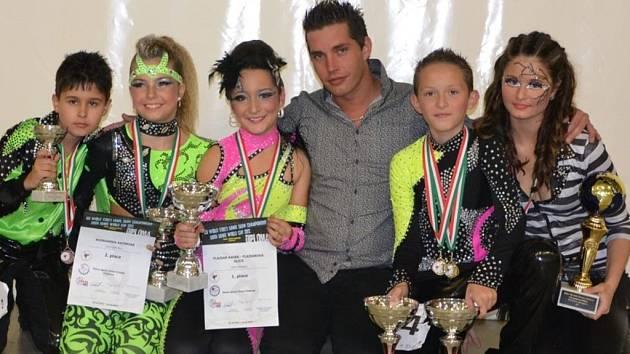 Tanečníci prostějovské Taneční školy Hubený s cenami