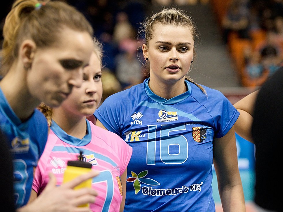Michaela Zatloukalová (Prostějov) -vpravo