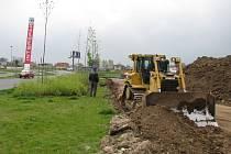 U Intersparu se od poloviny týdne staví nová obchodní zóna.