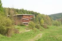 Setkání s bachyní zažila skupina výletníků v údolí poblíž železniční zastávky Šubířov.
