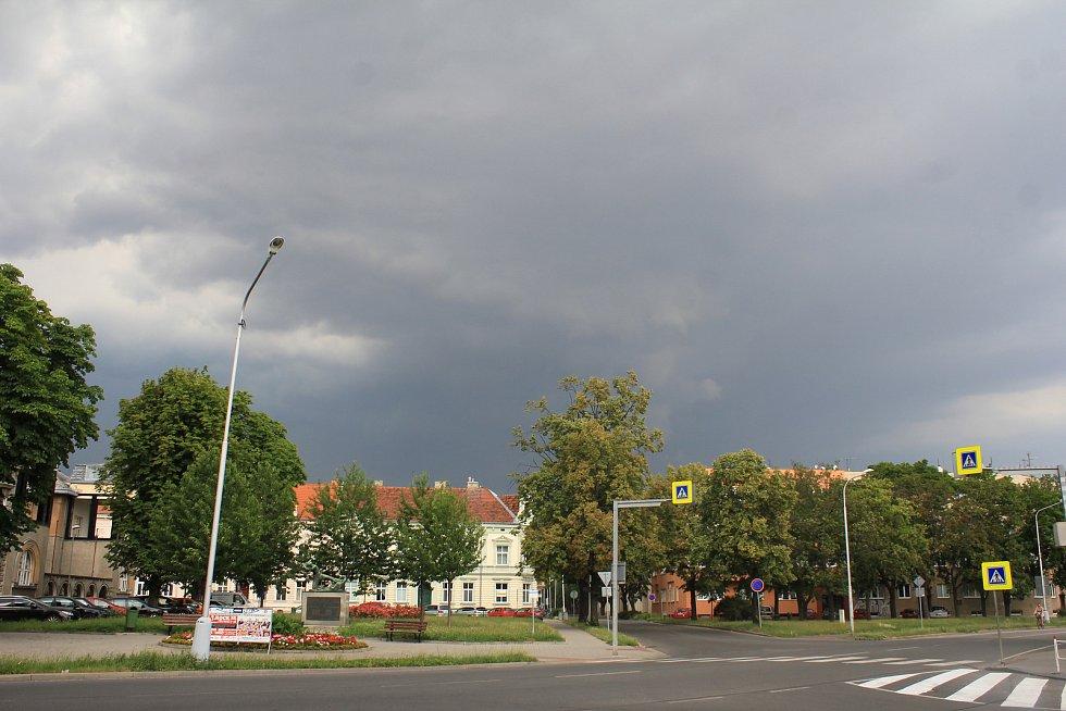 Bouřkové mraky v Prostějově, 1.7.2019