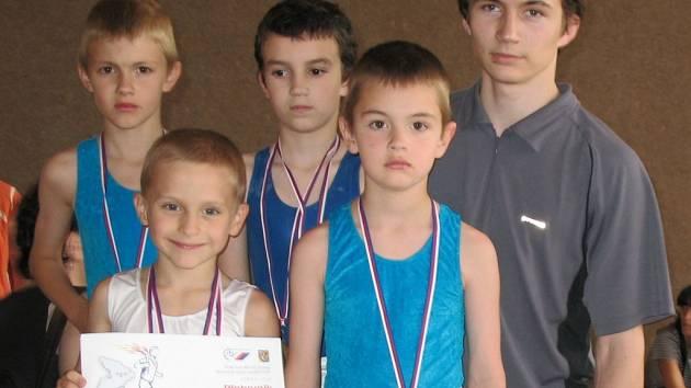 Nejmladší žáci Pozemstavu vyhráli krajský přebor sportovních gymnastů v soutěži družstev.