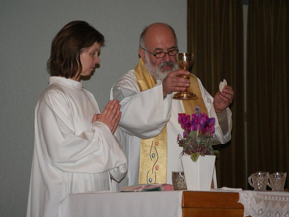 Půlnořní mše v Husově sboru v Prostějově