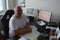 Petr začal podnikat ves svých dvaceti letech. Dnes řídí úspěšnou distribuční společnost.