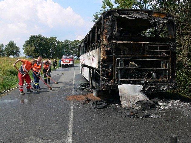 Vyhořelý autobus u Drahan