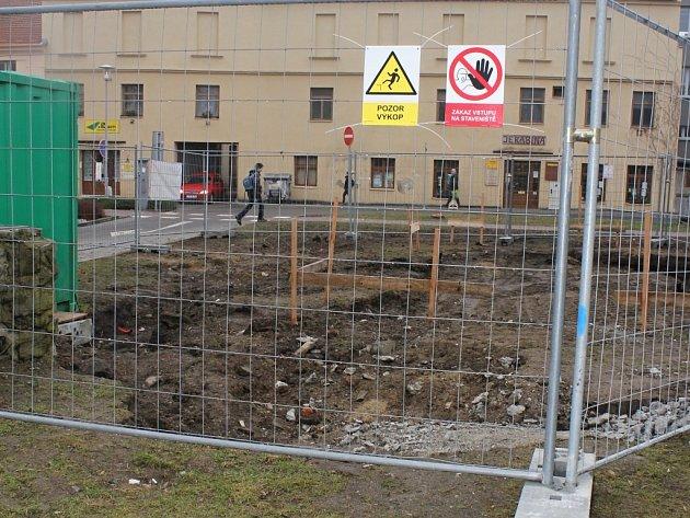 Výstavba nových toalet na okraji Smetanových sadů v Prostějově