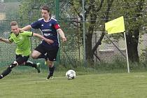 Fotbalisté Slavonína (v tmavém) podlehli Lipové 0:3.