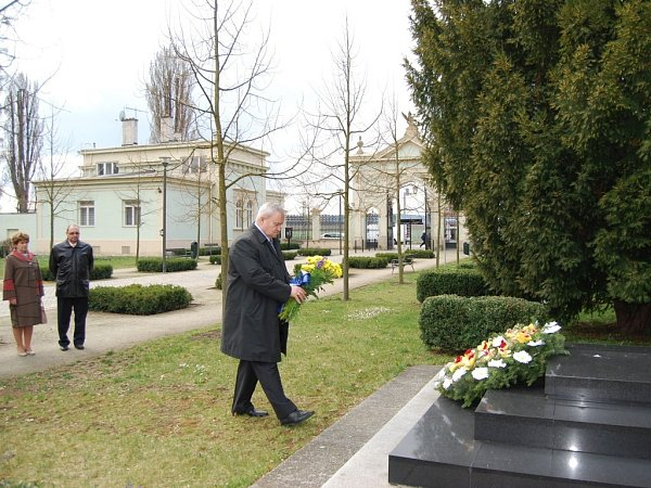 115 let od úmrtí prvního českého starosty Prostějova Karla Vojáčka si připomněla iradnice