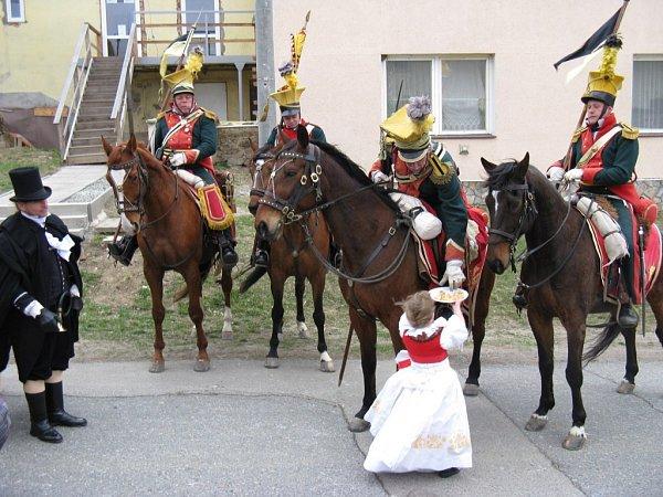Spanilá jízda krajem otevřela sezonu vMuzeu historických kočárů vČechách pod Kosířem