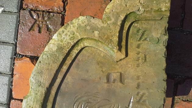 V Prostějově došlo k nálezu dalšího židovského náhrobku, tedy spíše jen jeho části.