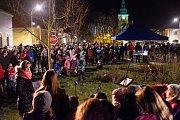 Němčické náměstí rozezpíval dětský sbor Sedmikrásky.