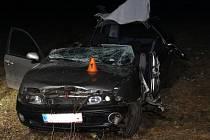 Bouračka auta do stromu u Stražiska