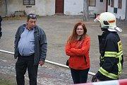 Požár jedné z hospodářských budov nízkého zámku v Plumlově. Dohašovací práce – úterý ráno.
