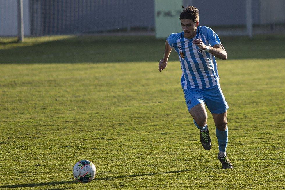 Fotbalisté Prostějova (v modro-bílém). Jurásek