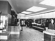 Mezi nejvyhledávanější oddělení nákupního střediska Hvězda patřil metrový textil.