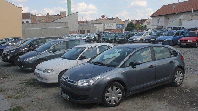 Parkoviště v Komenského ulici