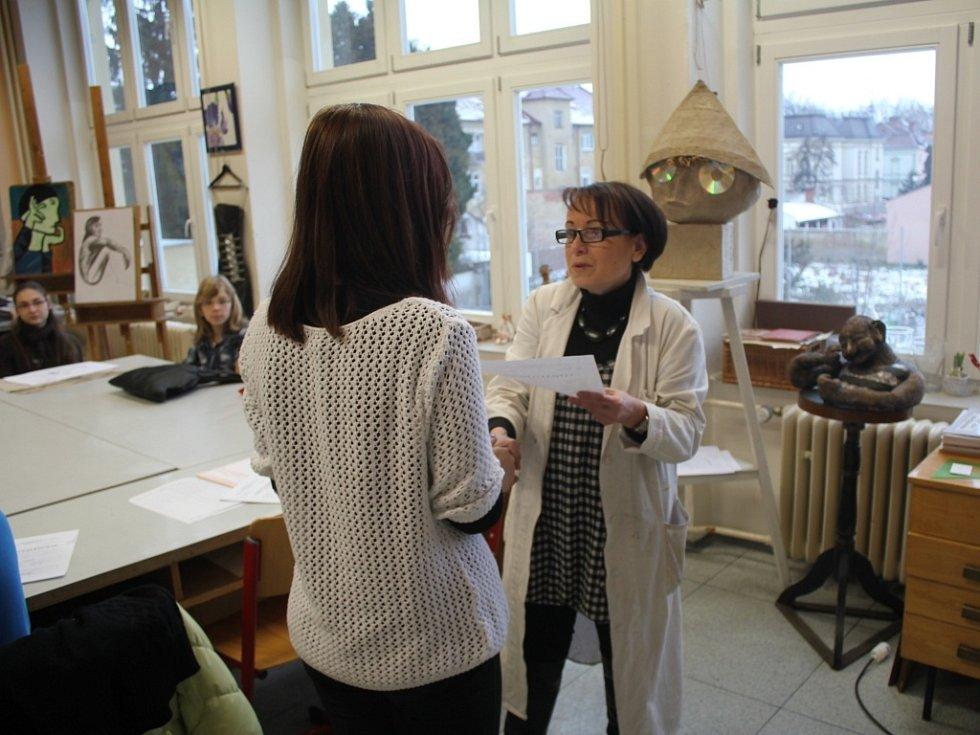 Děti z Výtvarného oboru na Základní umělecké škole Vladimíra Ambrose si ve čtvrtek odnesly pololetní vysvědčení.