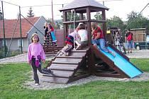Děti se v Jednově dočkaly nového hřiště