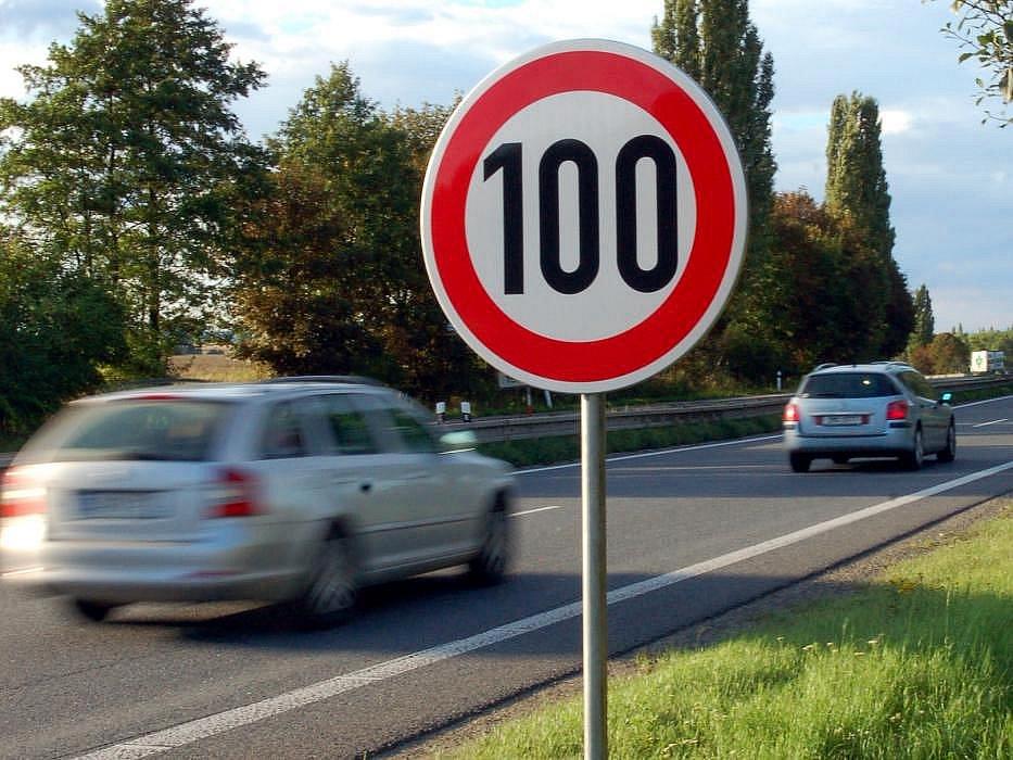 Omezení rychlosti. Ilustrační foto.
