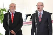 Bohuslav Sobotka se v prostějovské společnosti FTL setkal s prezidentem svazu průmyslu a dopravy ČR Jaroslavem Hanákem, jednatelem FTL.