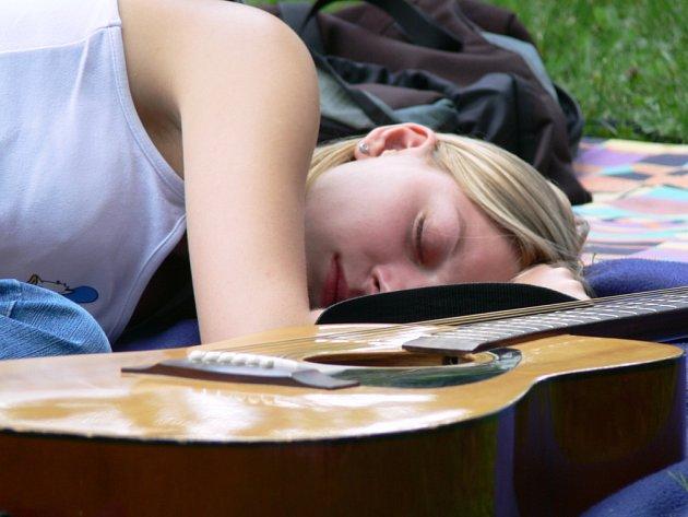 Až se probudí, vybrnká svoje sny na kytaru.