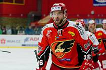Hokejisté Prostějov (v červeném) doma dvakrát porazili Kladno. V obou duelech se trefil Jan Starý.