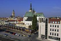 Pohled z Kaska na tržnici a město