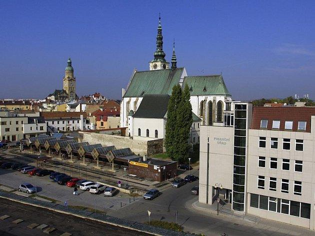 Současný pohled z Kaska na tržnici a město
