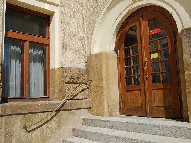Staré zábradlí před Národním domem v Prostějově