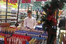 Supermarkety už hledají vánoční náladu.