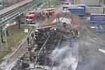 Požár autodílny v Dolní ulici v Prostějově