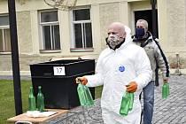 Vedení města Prostějova bude ve čtvrtek a pátek vydávat desinfekci všem občanům. 15.4. 2020