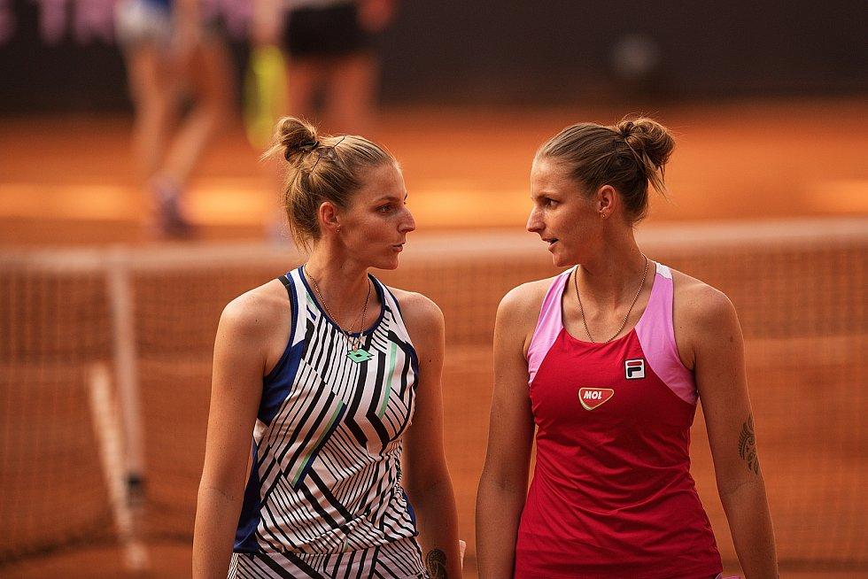 Úterní den Tipsport Elite Trophy v Prostějově. Kristýna Plíšková (vlevo) a Karolína Plíšková