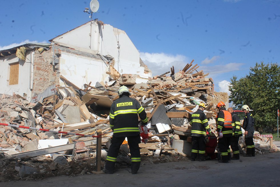 Následky výbuchu v rodinném domě v Mostkovicích