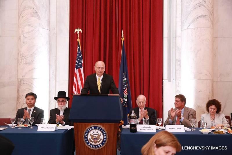 Dne 18. 6. se v americkém senátu hovořilo o ochraně židovských hřbitovů v Evropě. Velvyslanec ČR v USA Petr Gandalovič zmínil i projekt rehabilitace hřbitova v Prostějově