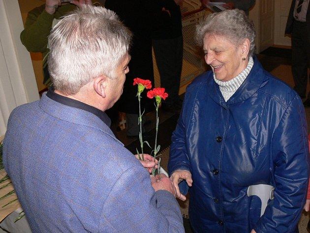 Prostějovští komunisté uspořádali ve čtvrtek 5. března oslavu Mezinárodního dne žen v Národním domě.