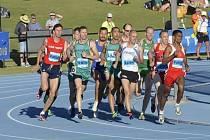 Bronislav Khýr (v červeném) v závodě na 800 metrů v australském Perthu.