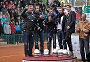 Zleva: kapitán Navrátil, Lukáš Rosol, Jan Hájek, Radek Štěpánek a Tomáš Berdych a Vladimír Šafařík na centrkurtu v Prostějově